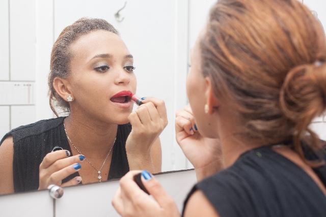 女性 化粧 マナー