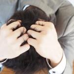 頭皮のフケは、かさぶただった!?症状の原因や正しい対処法