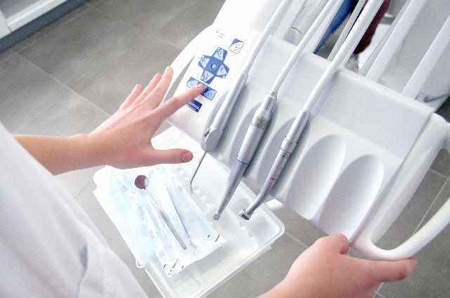 口臭の原因がわからない・・歯医者直伝!口臭の原因と治療法